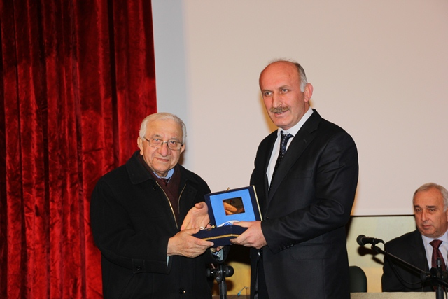 http://gsf.fatihsultan.edu.tr/resimler/upload/Prof-Dr-Ali-Alparslan-i-Anma-Toplantisi-Yapildi-18-280113.jpg