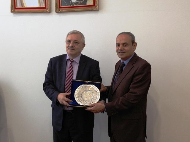 http://gsf.fatihsultan.edu.tr/resimler/upload/Sharjah-Universitesinde-Geleneksel-Turk-Sanatlari-Sergisi-11150513.jpg