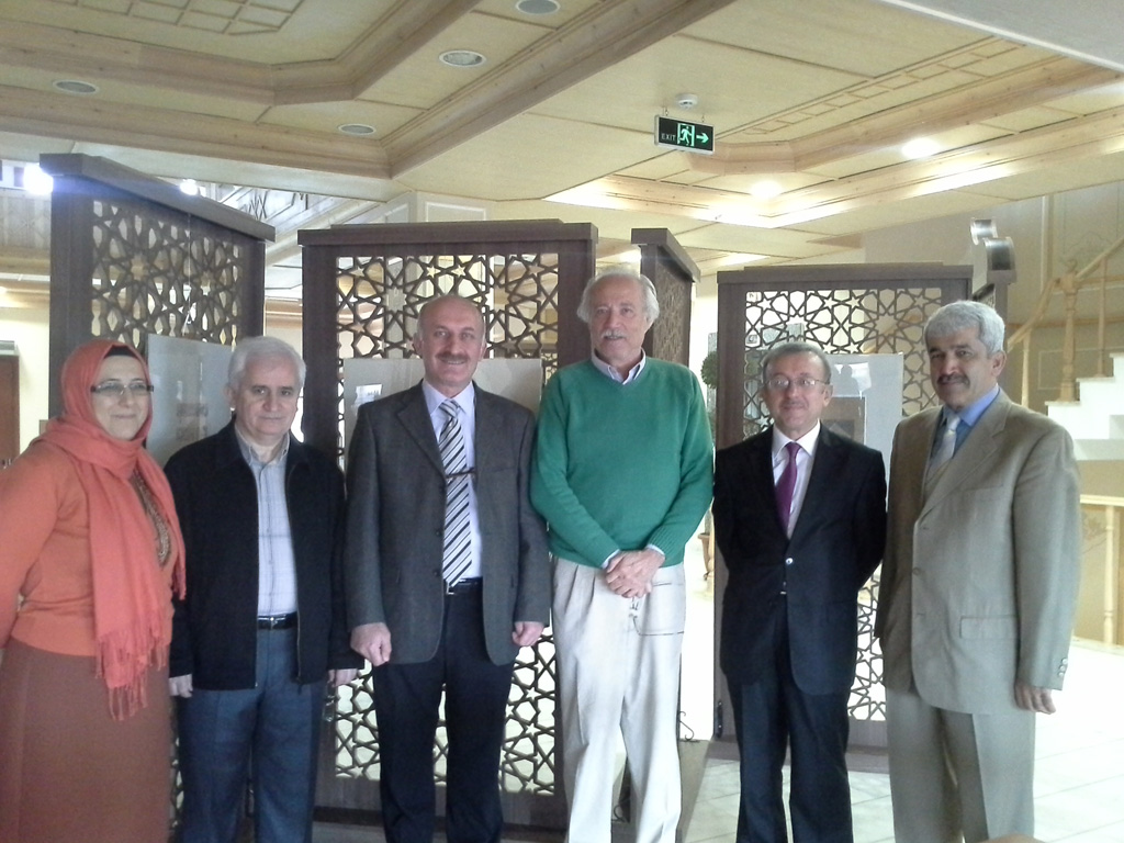 http://gsf.fatihsultan.edu.tr/resimler/upload/Y-Mimar-ve-Hattat-Ali-Toy-un-Ma-kili-Sergisi-3170613.jpg