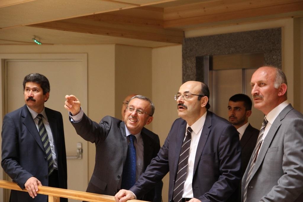 http://gsf.fatihsultan.edu.tr/resimler/upload/Yil-Sonu-Sergisi-Prof-Dr-Oktay-Aslanapa-Anisina-10120613.jpg