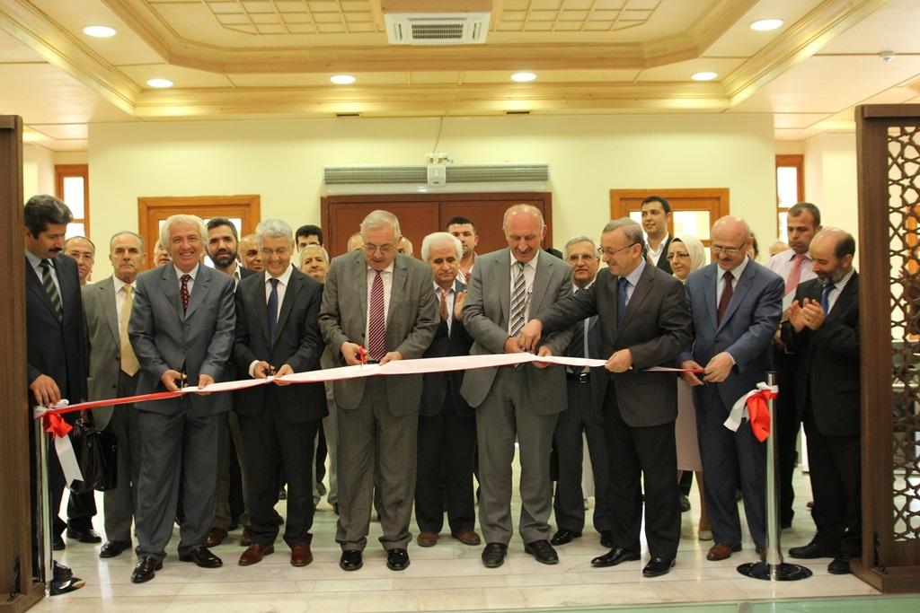 http://gsf.fatihsultan.edu.tr/resimler/upload/Yil-Sonu-Sergisi-Prof-Dr-Oktay-Aslanapa-Anisina-1120613.jpg
