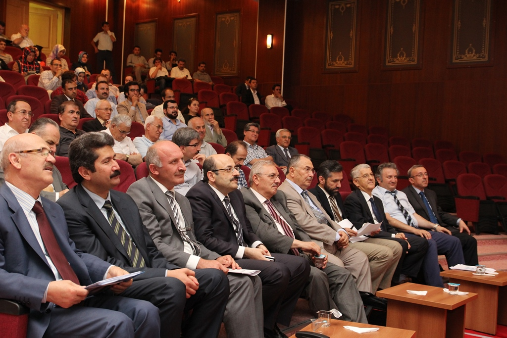 http://gsf.fatihsultan.edu.tr/resimler/upload/Yil-Sonu-Sergisi-Prof-Dr-Oktay-Aslanapa-Anisina-12120613.jpg