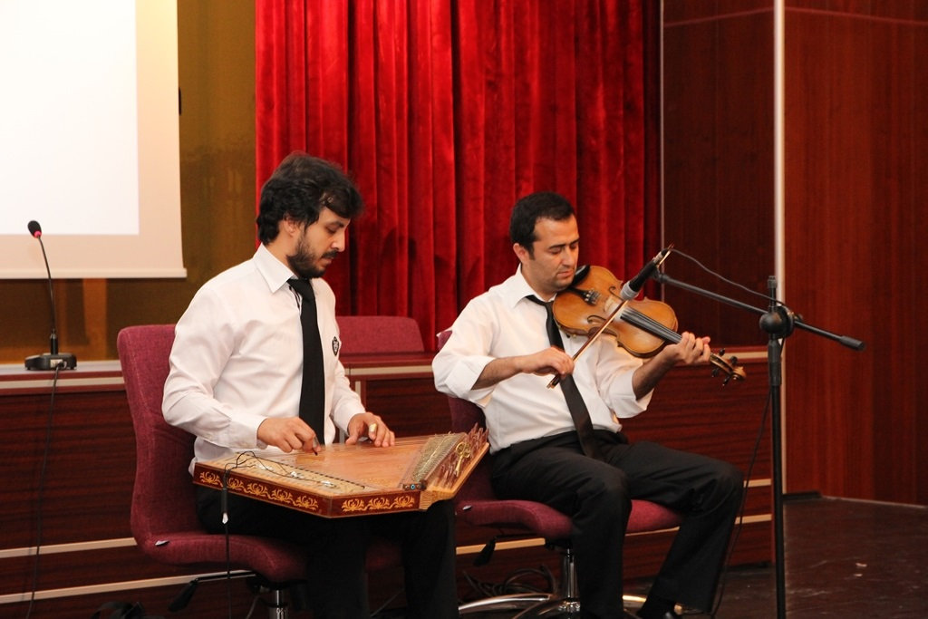 http://gsf.fatihsultan.edu.tr/resimler/upload/Yil-Sonu-Sergisi-Prof-Dr-Oktay-Aslanapa-Anisina-14120613.jpg