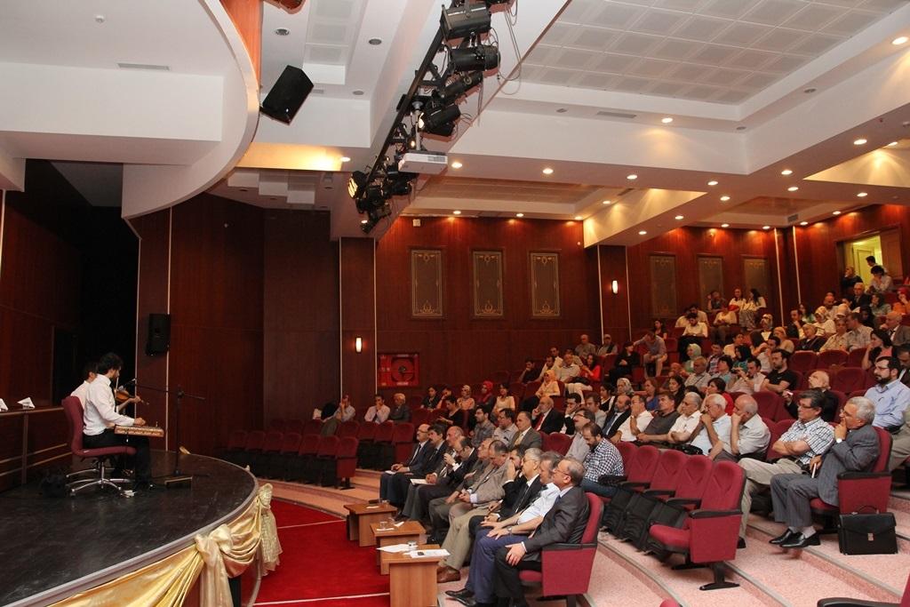 http://gsf.fatihsultan.edu.tr/resimler/upload/Yil-Sonu-Sergisi-Prof-Dr-Oktay-Aslanapa-Anisina-15120613.jpg