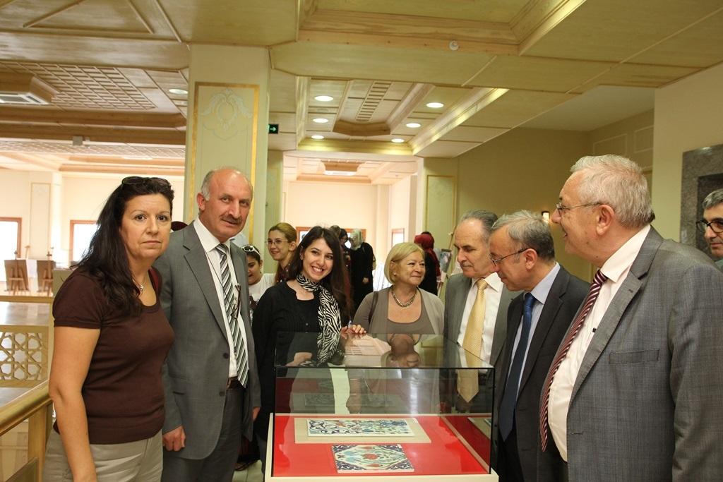http://gsf.fatihsultan.edu.tr/resimler/upload/Yil-Sonu-Sergisi-Prof-Dr-Oktay-Aslanapa-Anisina-4120613.jpg