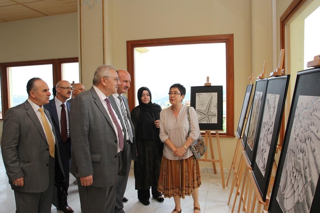 http://gsf.fatihsultan.edu.tr/resimler/upload/Yil-Sonu-Sergisi-Prof-Dr-Oktay-Aslanapa-Anisina-6120613.jpg