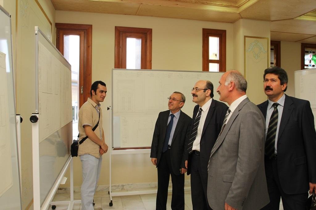 http://gsf.fatihsultan.edu.tr/resimler/upload/Yil-Sonu-Sergisi-Prof-Dr-Oktay-Aslanapa-Anisina-8120613.jpg