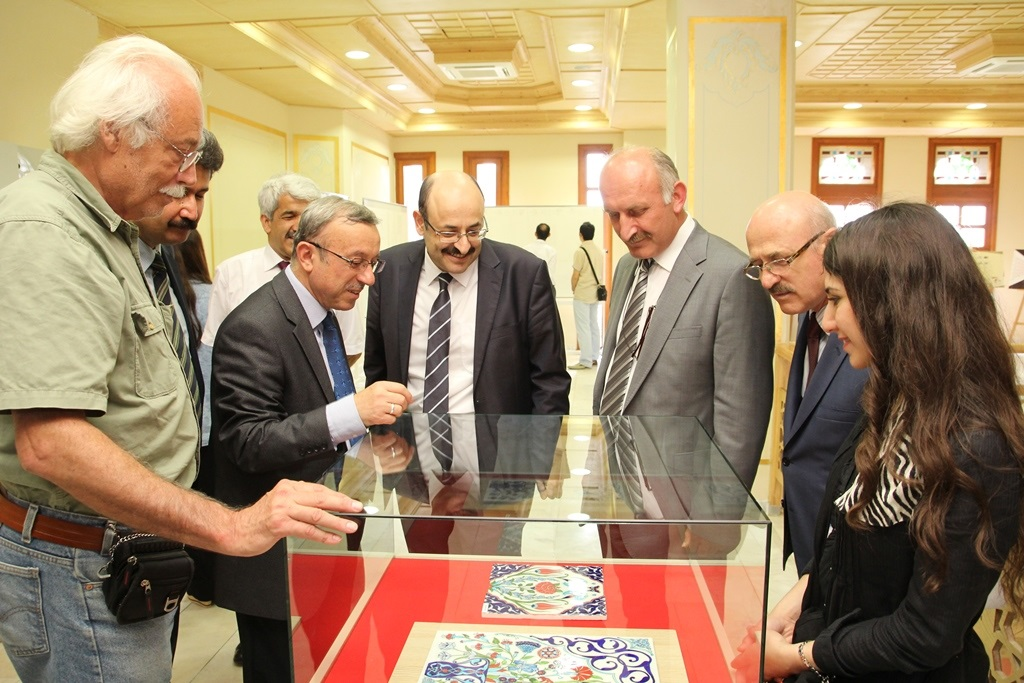 http://gsf.fatihsultan.edu.tr/resimler/upload/Yil-Sonu-Sergisi-Prof-Dr-Oktay-Aslanapa-Anisina-9120613.jpg